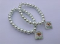 white-glass-bead-stretch-bracelet
